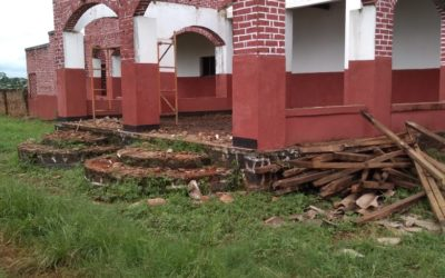 Renovierung des Daches in Gorongosa beginnt